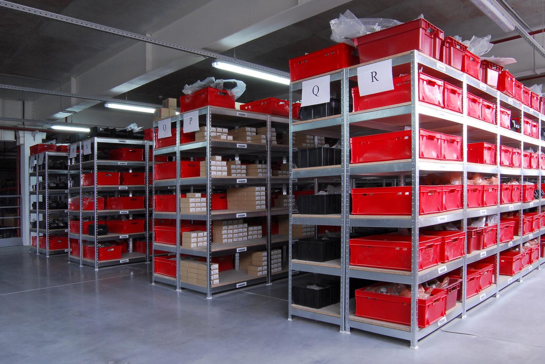 Недорогие стеллажи для склада по выгодной цене в Керчи предлагает недорого купить компания «Техностоун»
