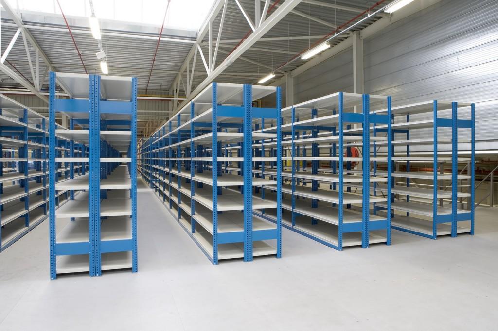 Качественные стеллажи для склада по доступной цене в Крыму предлагает недорого купить компания «Техностоун»